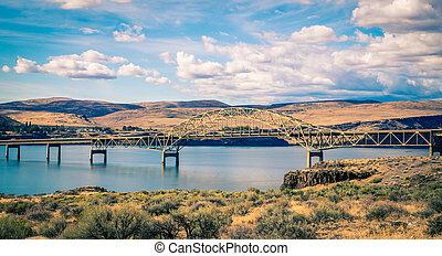 Bridge over the Missouri river in Washington State
